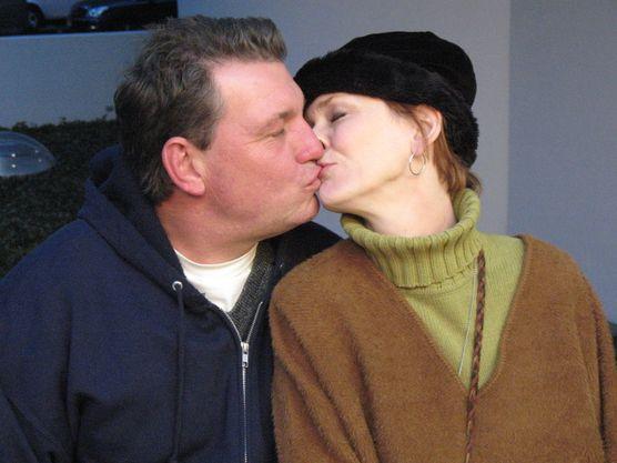 Kisses outside the Guggenheim Museum